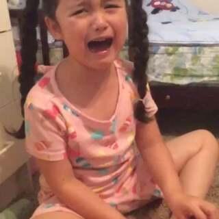 #搞笑##宝宝##我要上热门#不小心吃下樱桃核,吓的她狂哭