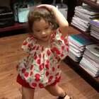 在文具店里热舞😂😂😂😂店里人不少,好多人给mo腾出地方跳舞,然后站在旁边拍她🙈🙈🙈 #mo跳舞#