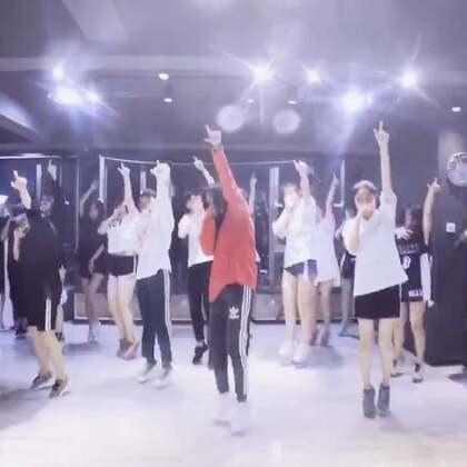 #舞蹈# ikon-Bling Bling 课堂记录 下周会教ko ko bop 美拍关注量这么少 我都不忍心发了😂