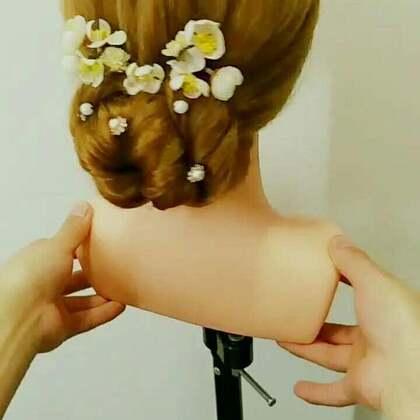 #美妆时尚##新娘发型##编发教程#简单好看的新娘盘发,你学会了吗?