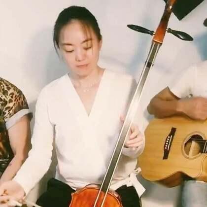 """和中国朋友们玩音乐!你们喜欢吗?❤️ Instagram: """"arthurchoo"""" #音乐##木箱鼓##吉他弹唱#@音乐频道官方账号 @美拍小助手"""