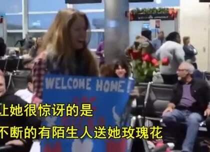 女孩去机场接退伍的男友,却不断接到陌生人的玫瑰花,但更大的惊喜还在后面!