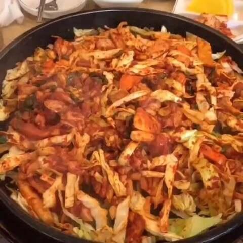铁板辣鸡排#美食##韩国##韩国...