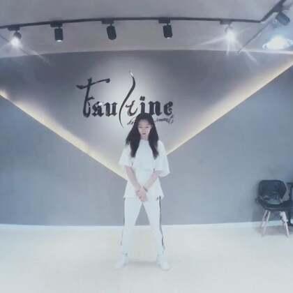 #舞蹈# EXO-Ko Ko Bop 有电风扇拍视频 效果就是不一样😂这是给学生5节课的内容 还没有学完 但是大家都完成的很好❤️