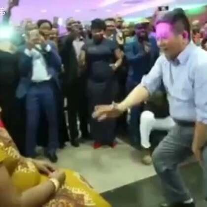 中国老爷们和非洲大妈pk热舞!我猜中了开头,却没猜中结尾😓