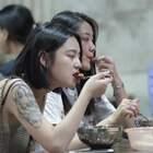 西安最火特色小吃,一天卖出800份,美女一下班就过来吃 。#美食##美女#