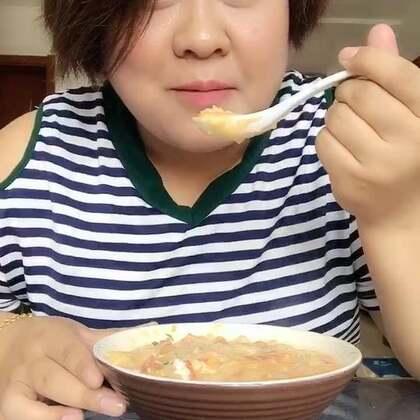 #吃秀#今天做了疙瘩汤,这个虽然颜值超低,但是味道还是非常不错的,我做的比较酱呼,因为我比较喜欢吃这样的,我不爱吃汤多的,喜欢汤多一点的可以多加点水😊😊😊