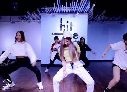 热辣活力的舞,这就是舞蹈的魅力。 UP&FB暑假训练营 - Yandy老师班 - 音乐:Policeman ~ 减肥去肉暴增魅力值,一起跳起来→ http://t.cn/R97tEx2 #舞蹈# #广州舞蹈# #广州舞蹈培训#
