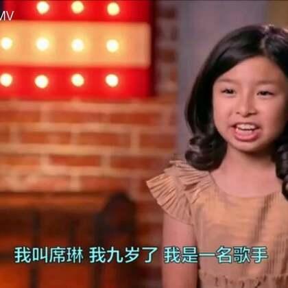 """#音乐##宝宝#帅炸!九岁的中国萝莉谭芷昀成为了史上第一个拿到""""黄金按钮""""的中国选手!爆发力和情感演绎的都超级惊艳,不但让评委爆灯还大喊:你真的太有天赋了!全场膜拜,气氛燃爆了👏@美拍小助手 喜欢请点赞+转发 更多精彩请关注微博:一起看MV"""