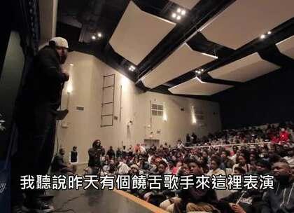 美国有个激励演说家到一所高中演讲,但过程中不断有同学在台下嬉闹,忍无可忍的他最后终於在台上爆气,而他接下来的一席话让台下瞬间鸦雀无声!