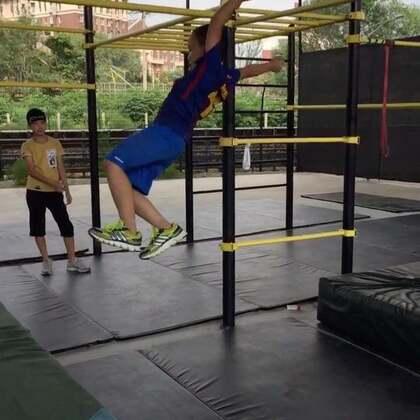 少儿跑酷课程#离开地球表面#不仅仅通过跑酷健身,未来还会学到跑酷逃生避险本领#美拍运动季##运动#