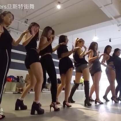 三十天街舞变形继续丨Show出自己 这个夏天在旦斯特,30天街舞变形正在继续 一起Show出自己~暑假街舞变形记第三期http://mp.weixin.qq.com/s/ZvDLpXYUvCqf6VJsczvmlg #街舞暑假班##舞蹈##暑假街舞班#