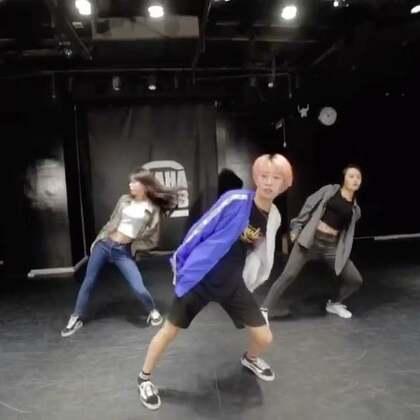 嘉禾舞社 Sugar桂蕾@Witic的练习日记。 编舞 要不要做我女朋友 @嘉禾舞社国贸店 | 想学最好看最流行的舞蹈就来嘉禾舞蹈工作室。报名热线:400-677-8696。微信:zahaclub。网站:http://www.jiahewushe.com #舞蹈# #嘉禾舞社# #嘉禾#