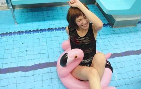 【1028時尚彩妝美拍】「小编游的不是泳,小编游的是效...