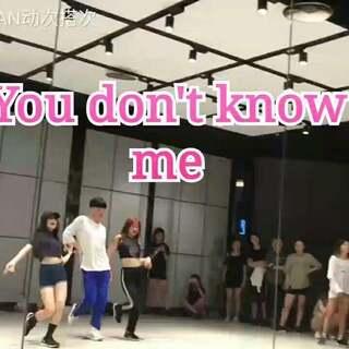 西瓜在中间好亮眼😂😂,这是一首很魔性的音乐,哈哈#you don't know me#舞蹈#@敏雅可乐 #我要上热门#@美拍小助手