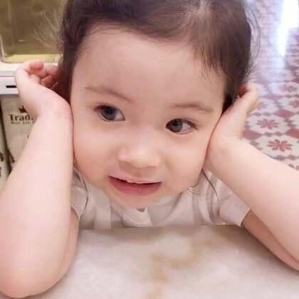 美好的一天从早饭和annie的加油声开始🤣她吃完了,我还在吃,使劲给我加油呢!#宝宝#