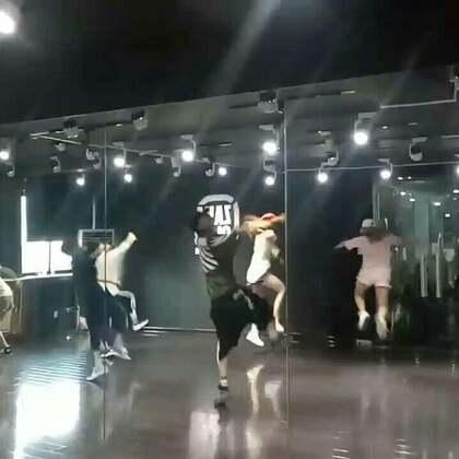 嘉禾舞蹈工作室西安未央店,小哲老师@小哲zinco MV课堂,倒数3个数3~2~1~飞😁😁#西安街舞##热门##嘉禾舞蹈工作室#