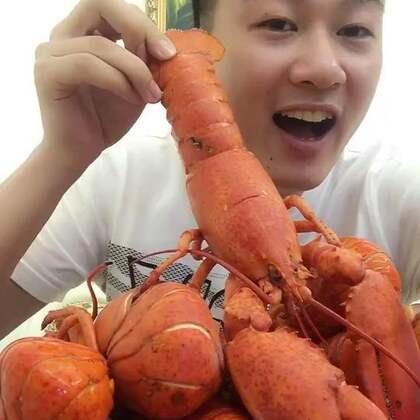 准备了一大堆龙虾,今天先吃两个开开胃,我老婆@💗爱吃海鲜的小鲜女💗 坐在旁边都馋疯了😜😜😜你们馋了吗?馋了的老铁给个赞,蘸料吃更好吃😍😍😍#吃秀##我要上热门@美拍小助手#先吃也可以点龙虾传送门http://item.taobao.com/item.htm?id=544760347023 😻😻😻有惊喜
