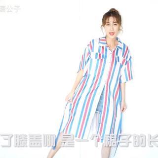 这个夏日刮起的夸张撞色风~ 👉一款两穿的小心机衬衫裙,红蓝相间的条纹设计有种冲突又和谐的别样美感。微信:yangtuo302 #穿秀##显瘦穿搭#