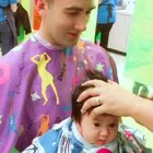 Ryan瑾瑜三个月+4 got his first hair cut, 这个理发师阿姨非常nice,今天终于预约上了。 剪完头发麻麻都有点不习惯,不过还是Q的 xoxo💙