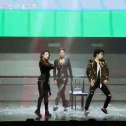 TFBOYS四周年南京演唱会,王俊凯的个人舞蹈solo视频~这是一个让人羡慕并疯掉的视频#tfboys##王俊凯#