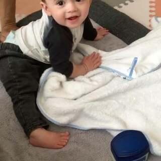 醒来的睡美森😘😘😘#森哥8个月##小Yusen##宝宝#