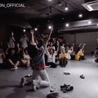 #舞蹈##1milliondancestudio##1M# Lia Kim编舞Castle On The Hill 8月19日晚上6点1M超级舞蹈秀将在美拍进行直播,届时不要错过哦 #1M一起跳# 更多精彩视频请关注微信公众号:1MILLIONofficial
