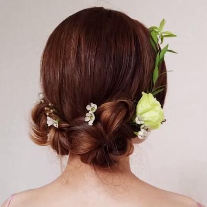 这个发型适合拍写真或者拍婚纱,我是不是你们心灵手巧的仙女💓 模特@红豆~酱 摄影造型:你们的仙女唐#唯美发型#
