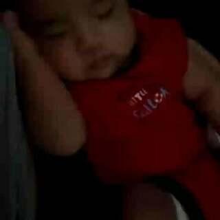 #木木百睡图#每每见到在你身边睡的如此安稳的宝贝就觉得好幸福!每个妈妈都是小超人,妈妈最伟大!