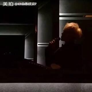 #g-dragon 权志龙#银白发色加一身黑色西服的雅痞风格#今天穿这样##音乐#@GDRAGON_OFFICIAL