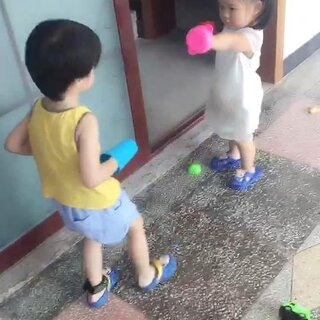 #宝宝#跟哥哥玩的好开心!熠熠爸爸先回廊坊了,我们九月二号回,提前回去,熠熠爷爷要来!#熠熠在浙江##熠熠30个月#+12