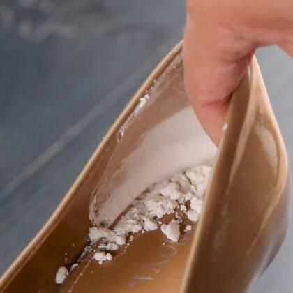 鞋子总是打脚?衣服上的油渍总是除不去?学会这六个玉米淀粉的妙用方法,这些问题都不是问题!😌#手工##机智日记##我要上热门#