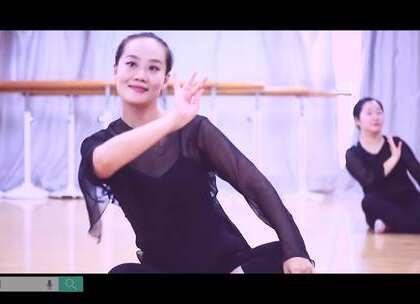 """#派澜#中国舞班学员的#古典舞#身韵元素""""提沉""""训练,身韵训练是一本万利的,每天练习身韵,用心感受音乐,不骄不躁每天进步一点点。指导老师:熊丽珊#我要上热门#@美拍小助手@舞蹈频道官方账号"""