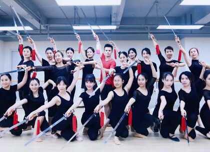 #派澜##中国舞#集训班的课堂花絮《剑舞集训》所有的坚持,都是因为热爱。指导老师:蒋罡夫#我要上热门#@美拍小助手@舞蹈频道官方账号