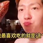 #金东硕的日常# 在韩国街上吃吃吃吃 来来看看在韩国小店卖什么东西😵#吃秀##自拍##美食##韩国##金东硕#