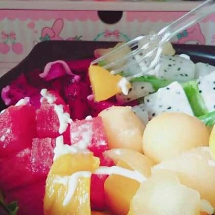 #放毒#😘😘😘😘吃水果沙拉。这个西瓜好像坏掉啦。😱定制福箱加微信。chychych20元起,60元包邮。柠檬汁特别好喝。甜甜的。没有那么酸。