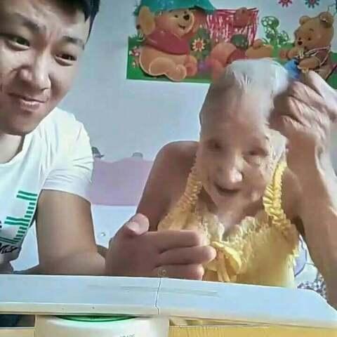 奶奶:臭小子,一边去,让我来!??#热门#感觉奶奶够厉害的点个