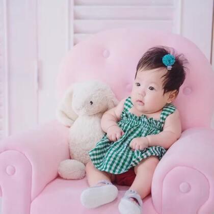 小伊妹来了,我们的百日照哦,喜欢我吗😘#宝宝##宝宝秀##宝贝百日照#
