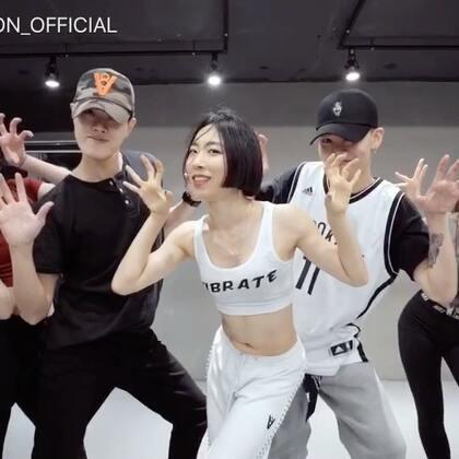 #舞蹈##1milliondancestudio# Lia Kim全程监制,Lia Kim x Tina Boo合作编舞宣美回归新曲Gashina舞蹈版公开! 更多精彩视频请关注微信公众号:1MILLIONofficial