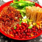 酸辣粉!粉条建议用稍微快一点的红薯粉条,另外再加点儿猪油会更美味💗#美食##浪漫七夕私房菜##酸辣粉#