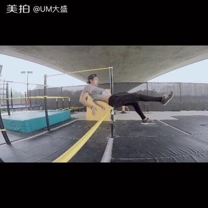 跑酷大叔的小动作 #美拍运动季##男神##北京轻行者跑酷公园#