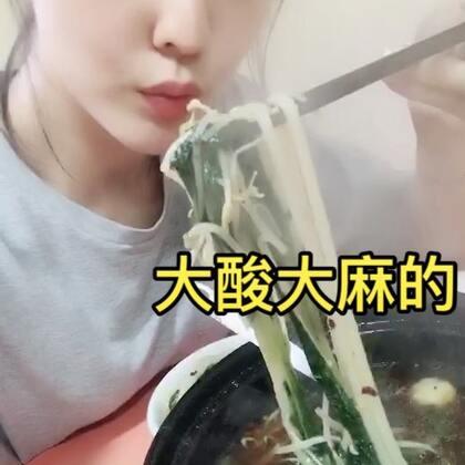 看封面,我给我这碗米线起的名字够长吧😝几天不秃噜锅米线就觉得世界都不美好了,你们和我一样么??#吃秀##全民吃货拍#