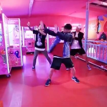 嘉禾舞社 南宁老师@Rabbit_南小宁 编舞 @皮吉万 中二病 | 想学最好看最流行的舞蹈就来嘉禾舞蹈工作室。报名热线:400-677-8696。微信:zahaclub。网站:http://www.jiahewushe.com