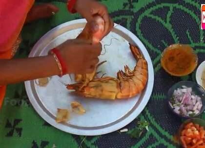 印度女子弄来两只老虎虾,做成美味给孩子们吃,看看她是怎么做的.