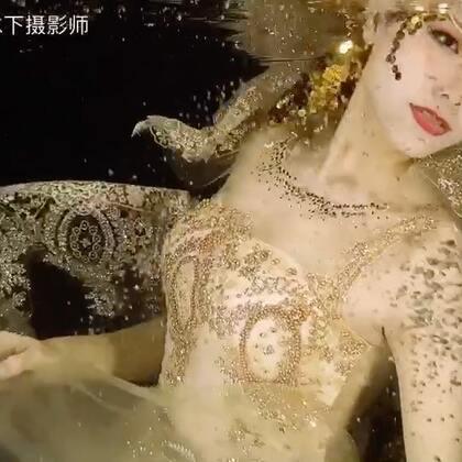 来水下做个金光闪闪的水下#U乐国际娱乐#第一次编了这么完整的一首歌,来一起静静欣赏吧😘#水下写真##水下摄影#我们的微店来有套系内容