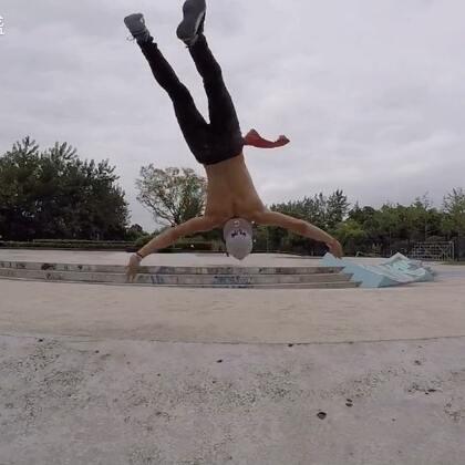 合肥庐州公园,一下午轻松的训练。由于我落地缓冲技术以及能力不够,导致原声呈现,太好听,我很喜欢!😂😂#美拍运动季##自拍##空翻#