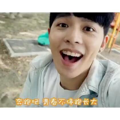 来一首中文&马来西亚版的《青春不停跑》!哈哈人生苦短,得做点有趣的事~大家来跟我一起翻唱上传视频吧!记得加上话题哦#胡夏酷跑主题曲青春不停跑#