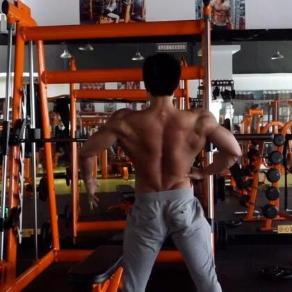 #健身##运动##男神#认真对待每一次训练,就像当初第一次训练一样充满热情!不忘初心,方得始终。(需要补剂的小伙伴记得支持我哟😊)