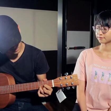 很有爱的一首歌#音乐#帅气的吉他手^_^喜欢他手上的吉他吗?点这里,开学季前三名有送琴呢https://detail.tmall.com/item.htm?spm=a21ag.8718589.C_floor-conversion.25.5aa2f2c6J8dmwM&id=552502410406