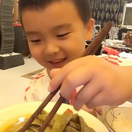 #吃秀#小家伙比我强.录个吃饭比我忙活大半天录的视频支持率高.我的心❤️拔凉滴🙈🙈🙈🙈